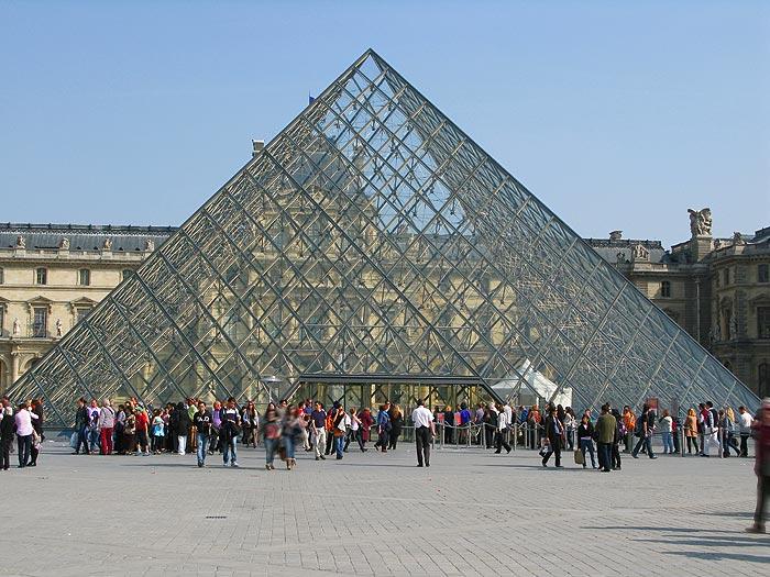 Le palais du louvre tentations voyages le magazine culturel du tourisme en - Pyramide du louvre inauguration ...